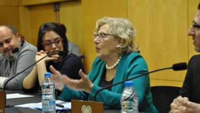 Manuela Carmena a la sala d'actes de la Fundació Iluro